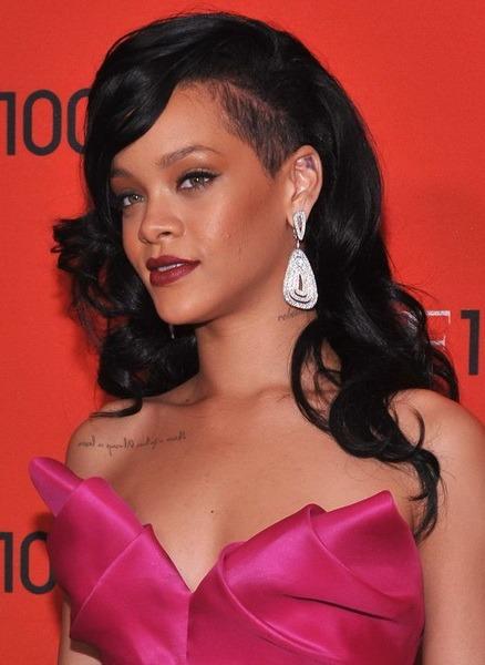 Rihanna, pozată complet goală de paparazzi (FOTO)