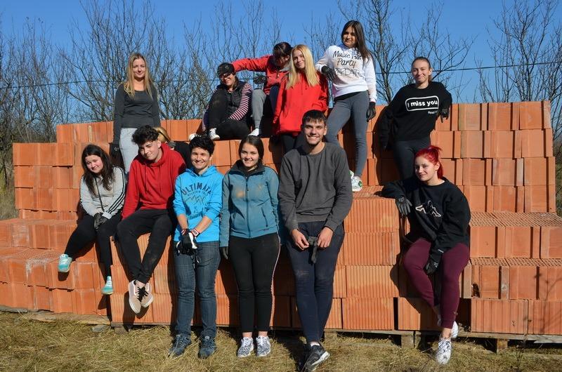 Elevi din Bihor şi din Austria, constructori de locuinţe pentru nevoiaşi