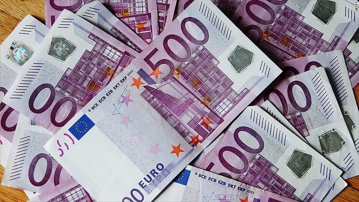 Cu bani vopsiţi. Un escroc din Honduras a vrut să dea lovitura la Oradea: a cerut 700.000 euro ca să vândă 2,5 milioane euro