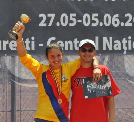 Ioana Roşca, campioana naţională U16 în 2011, alături de antrenorul Ionuţ Hodişan