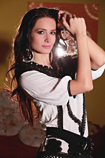 Miss Universe 2012: Românii pot începe să o voteze pe Delia Duca (FOTO)