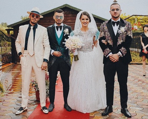 George Puşcaş (dreapta), la nunta surorii sale, Deea (foto: Instagram, Deea Puşcaş)