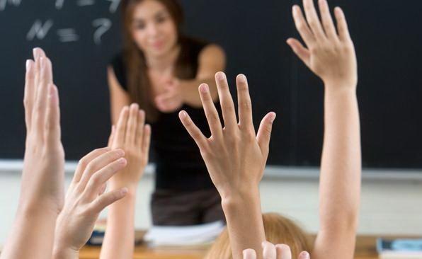 Ai un profesor sau un antrenor foarte bun? Propune-l pentru premiul Mentor pentru Excelenţă!