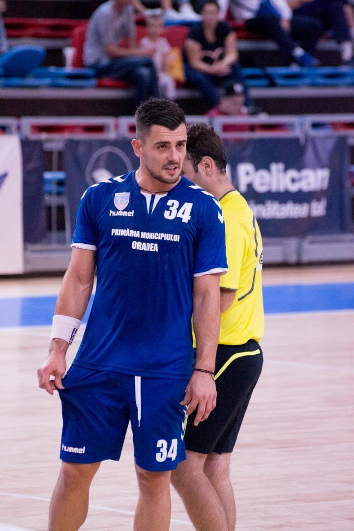 Prea mare diferența de valoare: CSM Oradea a pierdut cu 22-35 jocul din Cupa României, cu CSM Bacău (FOTO)