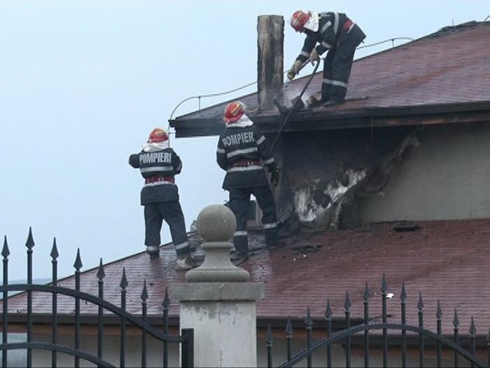 ISU Crişana: În primele cinci luni din 2017, în judeţ au izbucnit 32 de incendii de natură electrică
