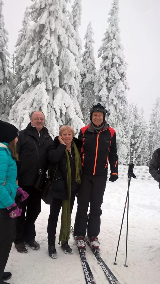În ultima zi din 2018, Klaus Iohannis s-a pozat cu turiştii pe pârtiile din Păltiniş