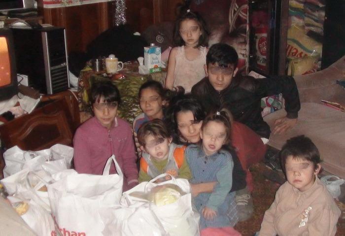 Daruri din partea pompierilor: militarii au dus ajutoare în casele a 30 de copii săraci (FOTO)