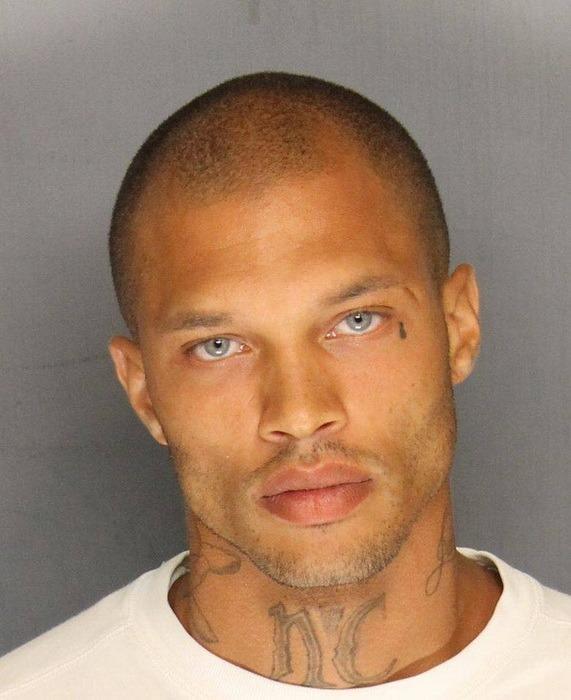 Cel mai sexy infractor din America, vedetă pe Facebook
