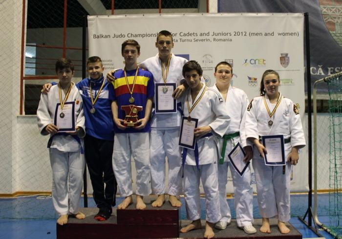 Tinerii judoka orădeni, printre protagoniştii Campionatului Naţional pentru juniori III de la Drobeta Turnu Severin
