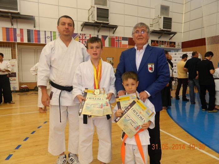 Karateka orădeni de la CS Fudoshin au cucerit 6 medalii la Campionatul European de Fudokan de la Galaţi