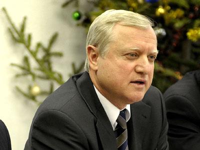 Băsescu vrea să înfiinţeze un minister pentru fonduri UE, care să fie condus de Marian Sârbu sau de Leonard Orban