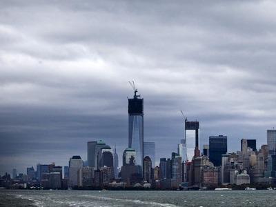 Stare de urgenţă în New York, înaintea sosirii uraganului Sandy: Transportul în comun oprit, iar oamenii stau la cozi pentru provizii