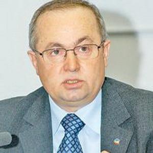 """Directorul bihorean al Electrica, Nicolae Coroiu, urmărit penal pentru contracte cu """"băieţii deştepţi"""""""