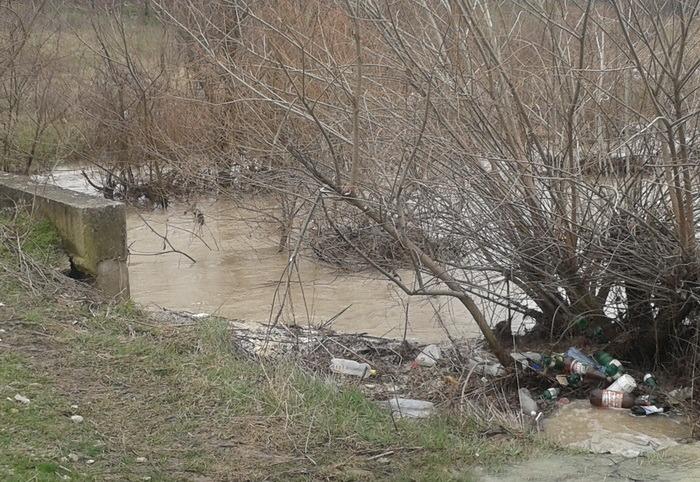ABA Crişuri avertizează: Curăţaţi şanţurile şi rigolele, ca să evitaţi inundaţiile