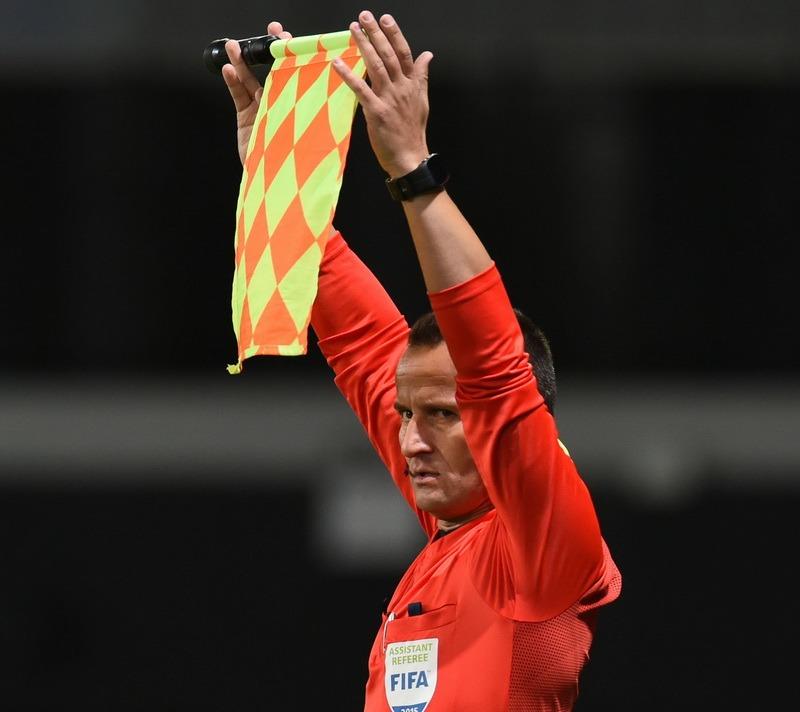 Octavian Şovre arbitrează la meciul din Europa League, Napoli - Arsenal Londra