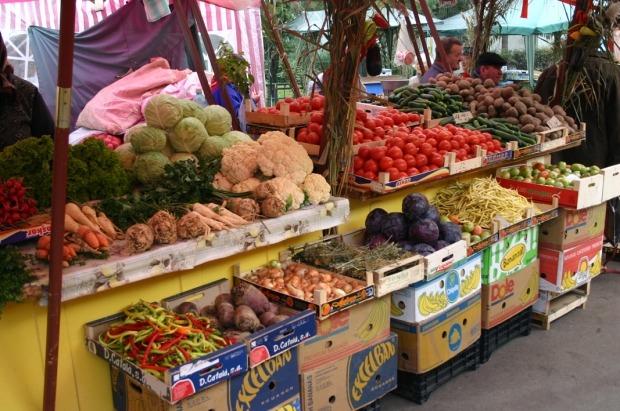 Aproape 8 tone de legume fără acte de provenienţă, confiscate la Salonta