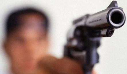 Un militar şi-a împuşcat soţia, apoi s-a sinucis