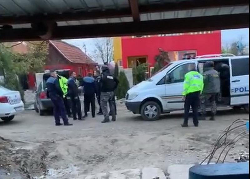Parchetul dezvăluie: Cum i-au bătut scandalagiii din Ciumeghiu pe poliţiştii care au intervenit să salveze o femeie gravidă