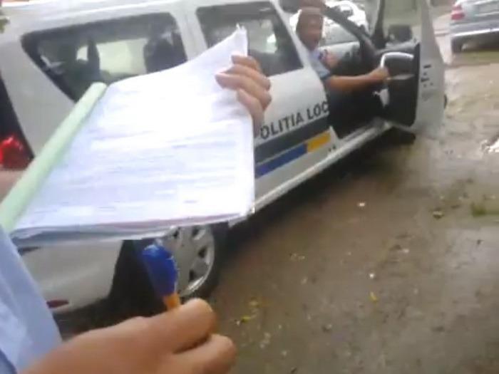 Abuz filmat? Un orădean îi reclamă pe poliţiştii locali pe Facebook (VIDEO)