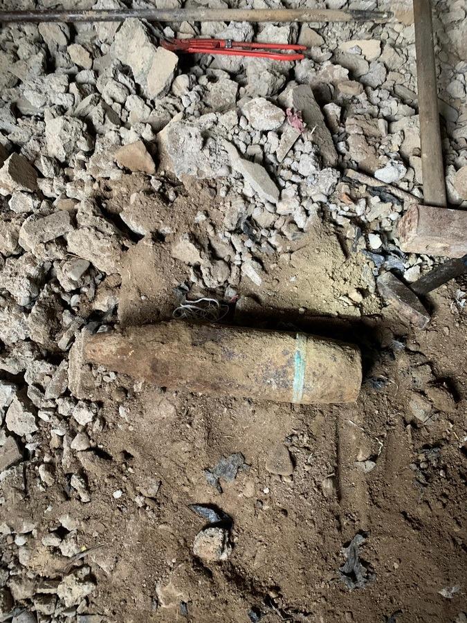 Două proiectile de mari dimensiuni, găsite de bihoreni în comunele Paleu şi Holod (FOTO)