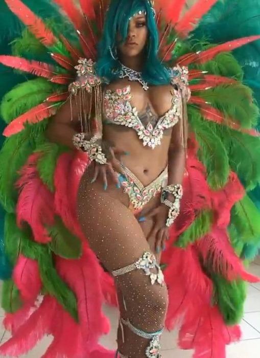 Rihanna, apariţie de senzaţie la un festival din Barbados (FOTO/VIDEO)