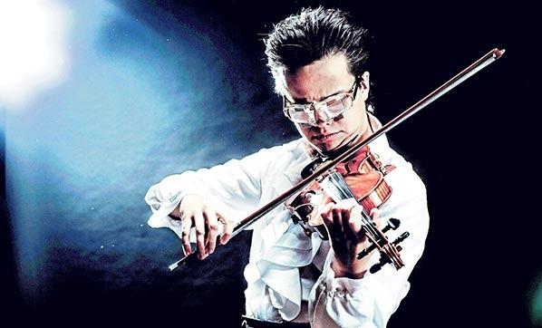 Violonistul Roman Kim, născut în Rusia și stabilit în Germania, va cânta din nou pe scena Filarmonicii de Stat din Oradea