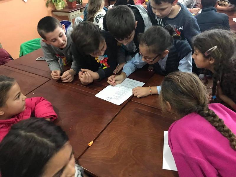 Romi şi ne-romi sărbătoresc împreună Centenarul Marii Uniri, la Şcoala ProRroma Tinca (FOTO)