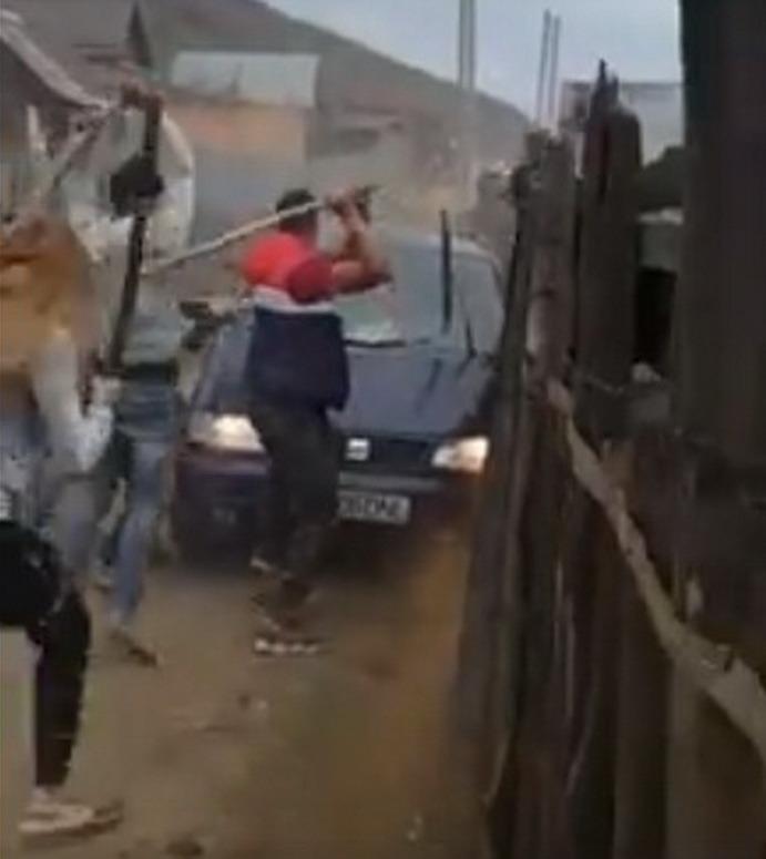 La Săcele, ţiganii s-au bătut între ei chiar pe o stradă din cartier