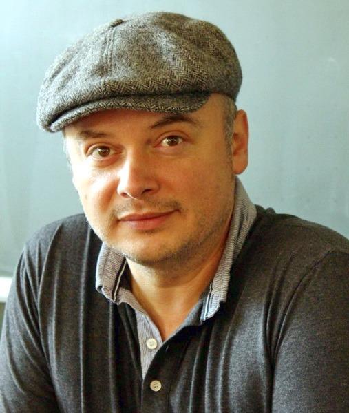Studenţii orădeni se întâlnesc cu scriitorul Cătălin Dorian Florescu