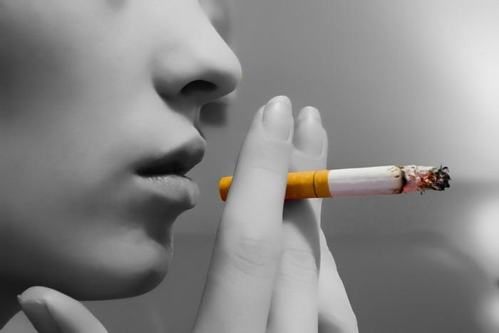 Fumatul, interzis în cluburi şi restaurante!