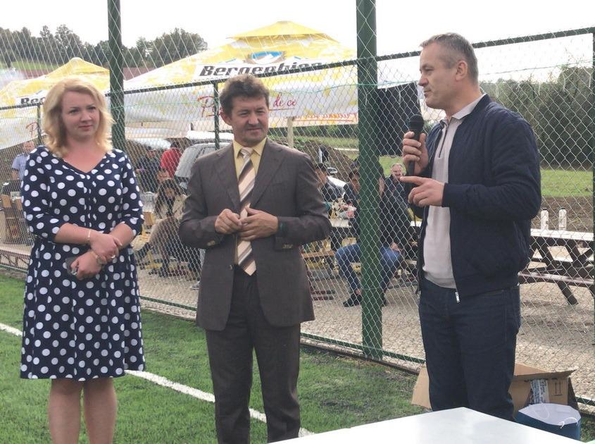 Teren sintetic de fotbal la Luncşoara, finanţat de UEFA (FOTO)
