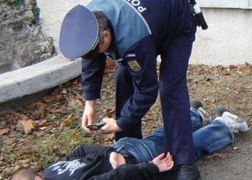 Tâlhar de telefoane reţinut de poliţişti