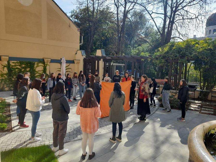 Centrul de tineret The Spot, locul unde te perfecţionezi: Ce cursuri şi activităţi sunt disponibile pentru elevi şi adolescenţi