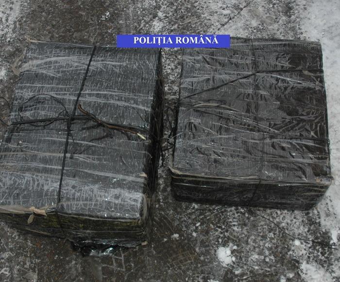 Tânăr arădean, reţinut de poliţişti după ce a fost prins cu 13.000 de pachete de ţigări de contrabandă