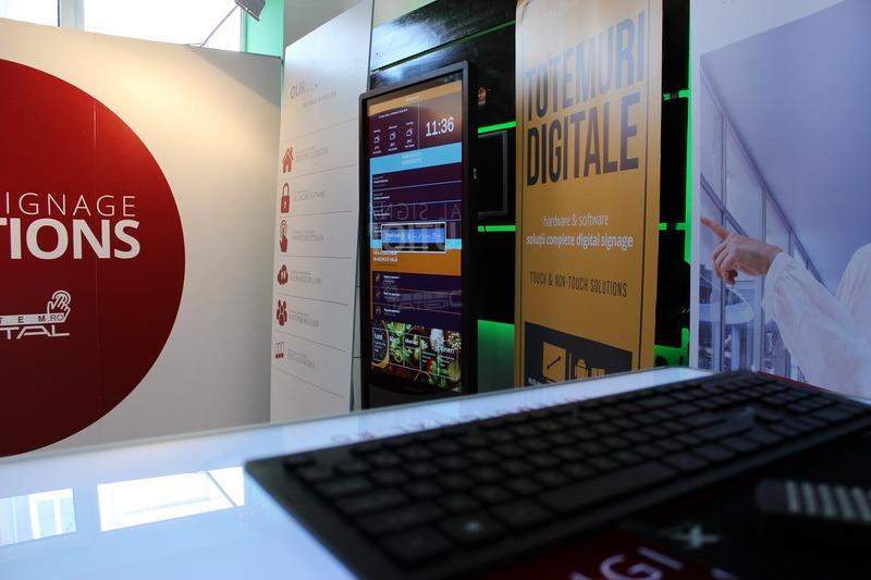 Asistentul tău digital este aproape! O firmă din Bihor vinde echipamente de signalistică digitală, personalizate pentru orice situaţie (FOTO)