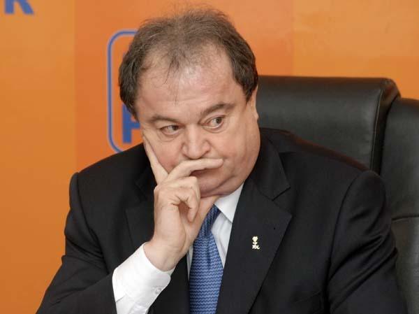 """Băsescu i-a propus lui Blaga o fuziune PMP cu PDL: """"A spus că discutăm după europarlamentare"""""""