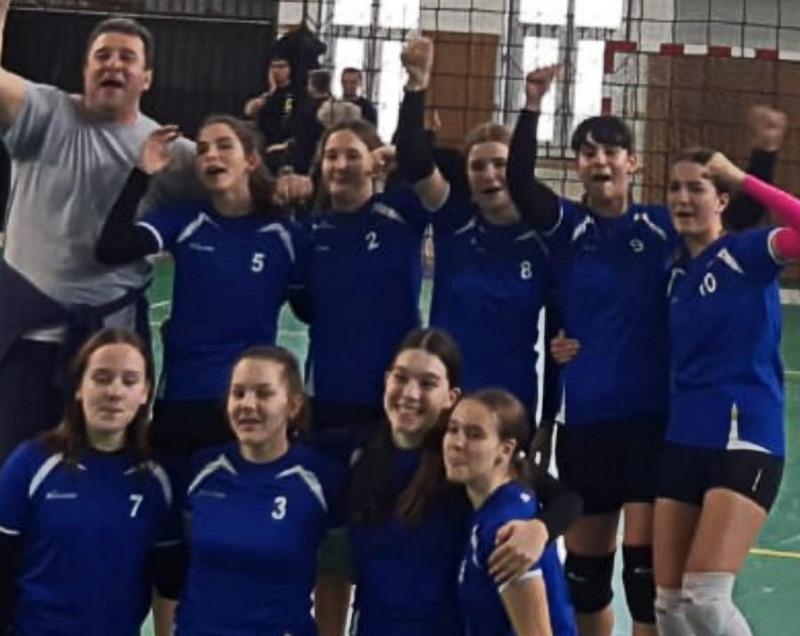 Fetele de la LPS Bihorul, victorioase într-un turneu desfăşurat la Oradea în Campionatul Naţional de Volei Speranţe