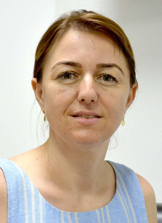 Delia Mela, profesoară Oradea