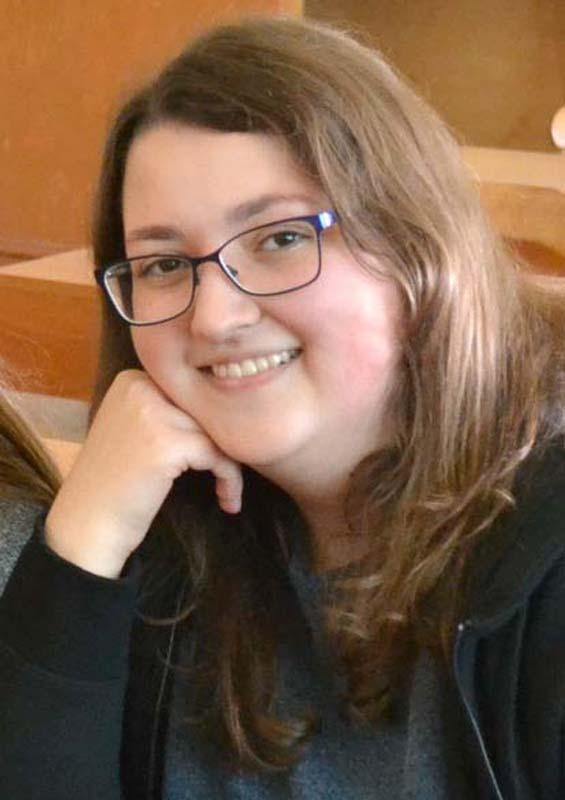 Xintia Mikle, prietena Paulina Temelie, eleva surdă