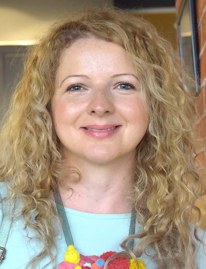 Dora Cernău, lector de limba franceză
