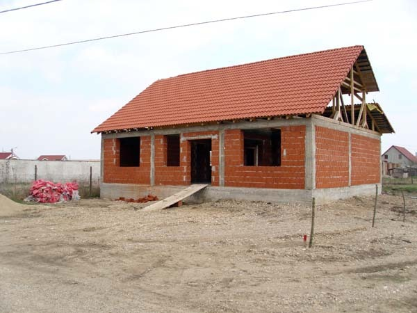 05 casa in rosu.jpg