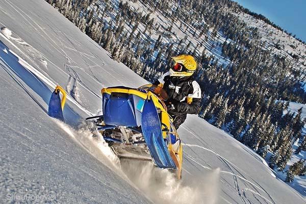 21 snowmobil.jpg
