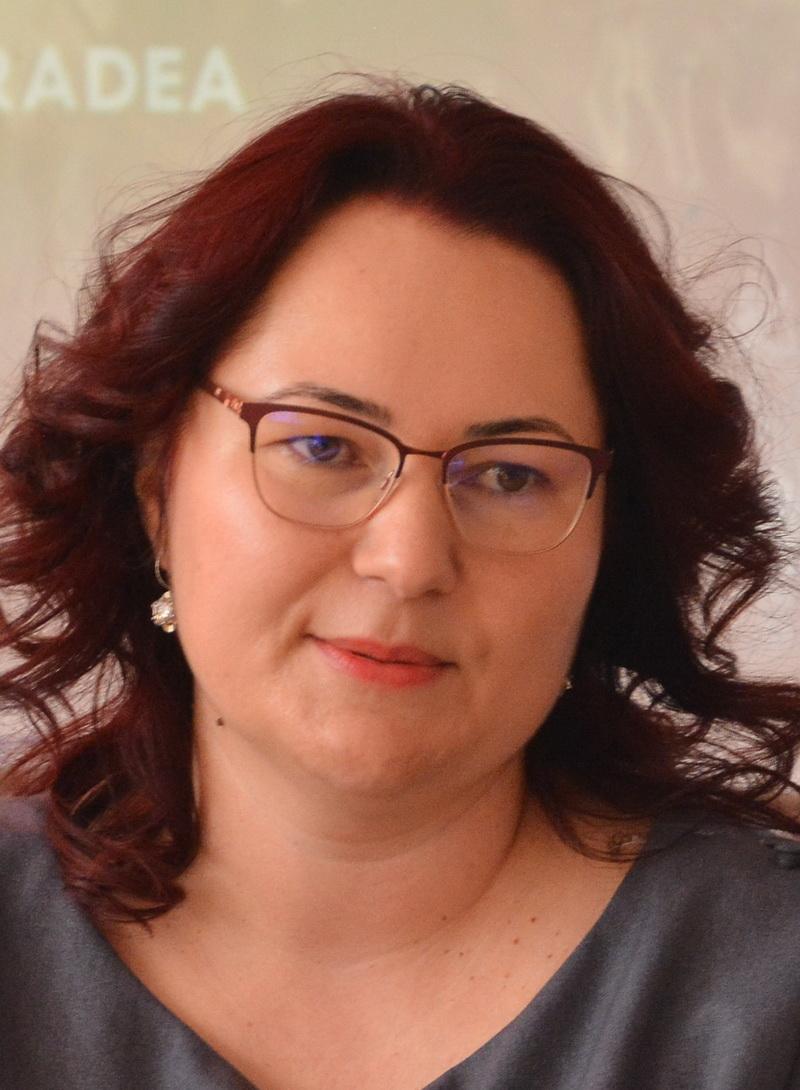 Monica Ani, profesor Scoala Nicolae Balcescu
